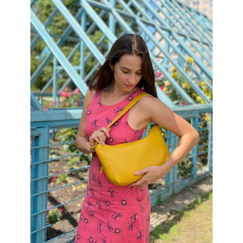 Женская кожаная сумка хобо Monica желтая - 5 фото