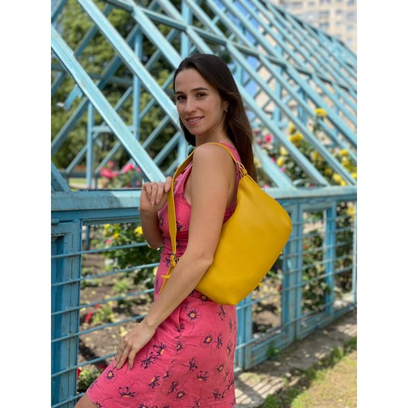 Женская кожаная сумка хобо Monica желтая - 7 фото